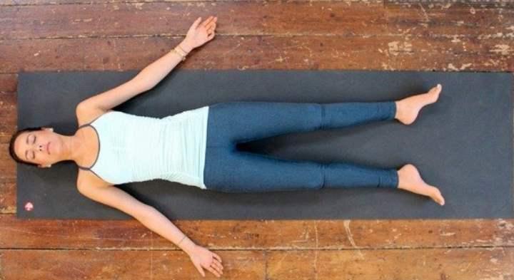 Расслабление тела на полу