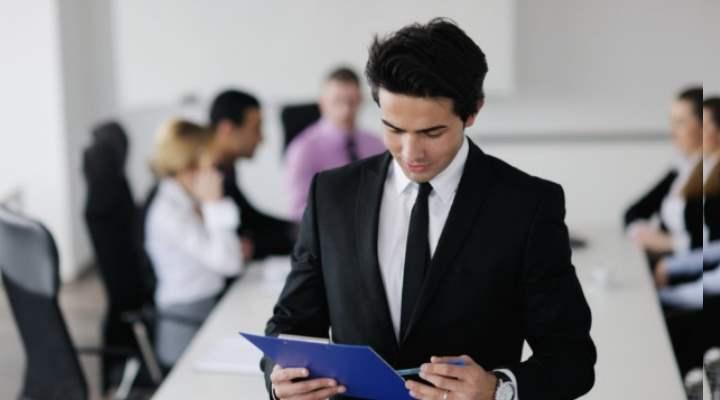вертикальный ростГоризонтальный рост – это расширение обязанностей, освоение смежных специальностей, смена функционала на параллельных должностях при смене работы или ротации сотрудников внутри отдела или компании.