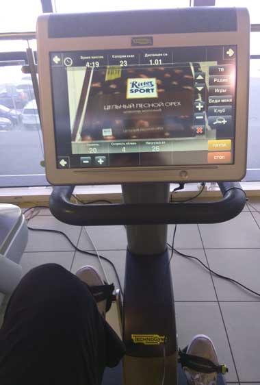 Велотренажер с телевизором