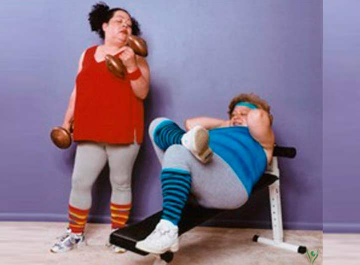 Две полнушки в спортзале