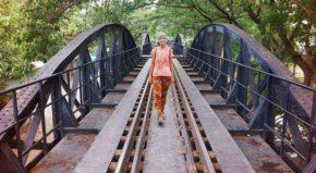 Девушка на мосту
