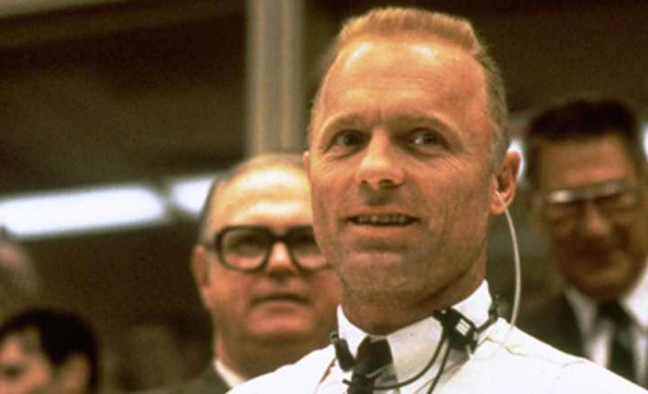 Аполлон 13 - это название космического шатла, чьей миссией был полёт на Луну