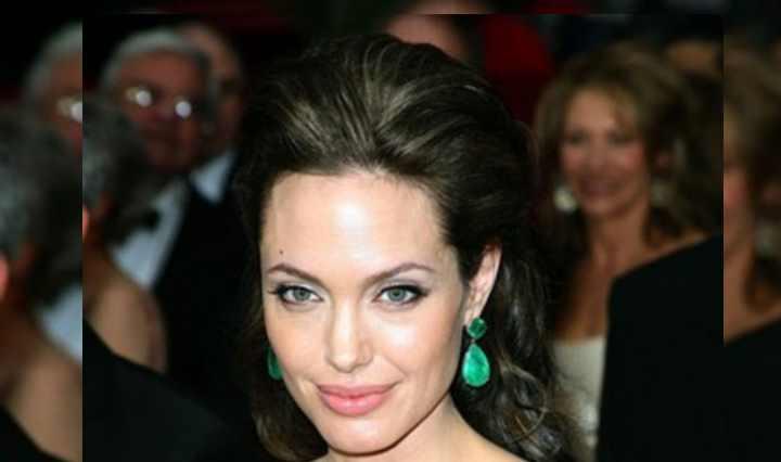 Анджелина дебютировала в качестве режиссера