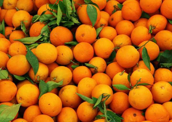 Один средний апельсин содержит порядка 139% суточной нормы витамина С