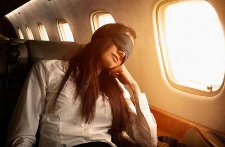 Спать или дремать в самолете не запрещается
