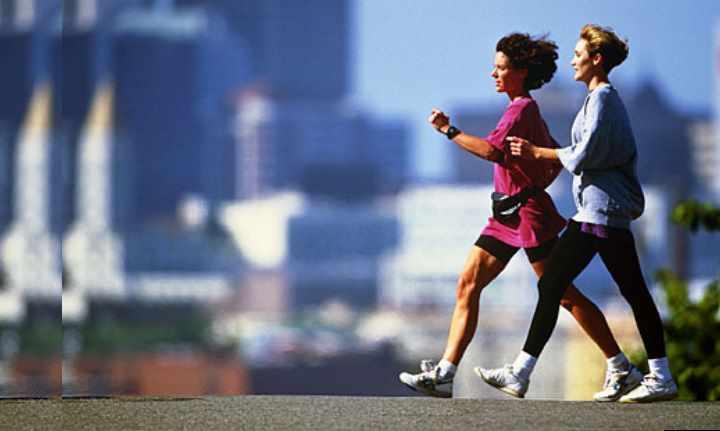 Для женщин полезно проходить каждый день 10000 шагов, потому что ходьба улучшает кровоснабжение органов малого таза. Это позволяет снизить риск возникновения гинекологических заболеваний, и улучшить работу репродуктивной системы. Для мужчин ходьба и бег также положительно влияют на его репродуктивную систему, помогают снизить появление простатита.