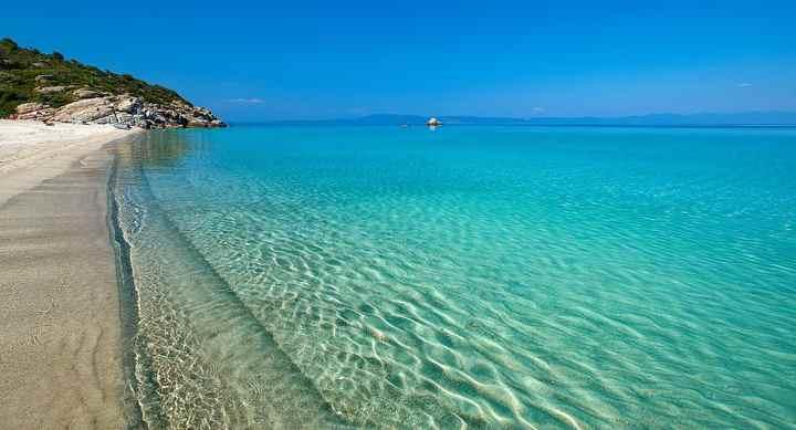 Пляжный сезон в Греции - с мая до конца октября.