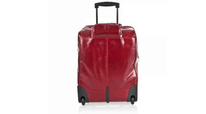 Представляет из себя сумку-тележку, выполненную из натуральной телячьей кожи, производства Италии. Поэтому она очень прочная и будет долго служить.