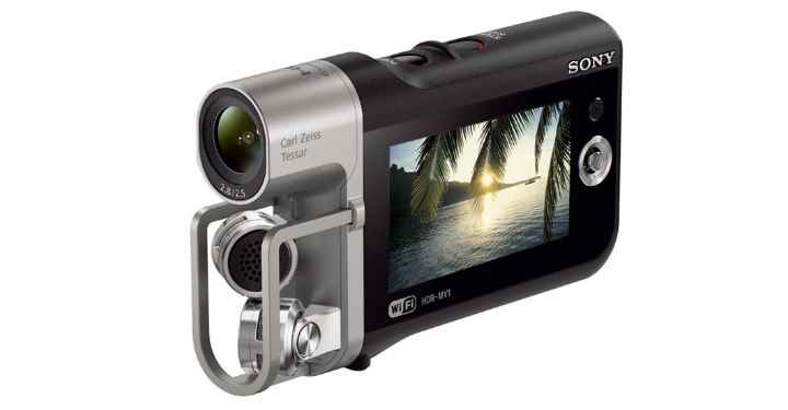 Данная модель видеокамеры позволяет делать очень качественную запись с чистым звуком, без каких-либо помех.