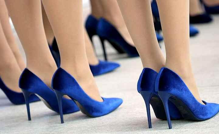 Иногда девушки покупают красивую обувь