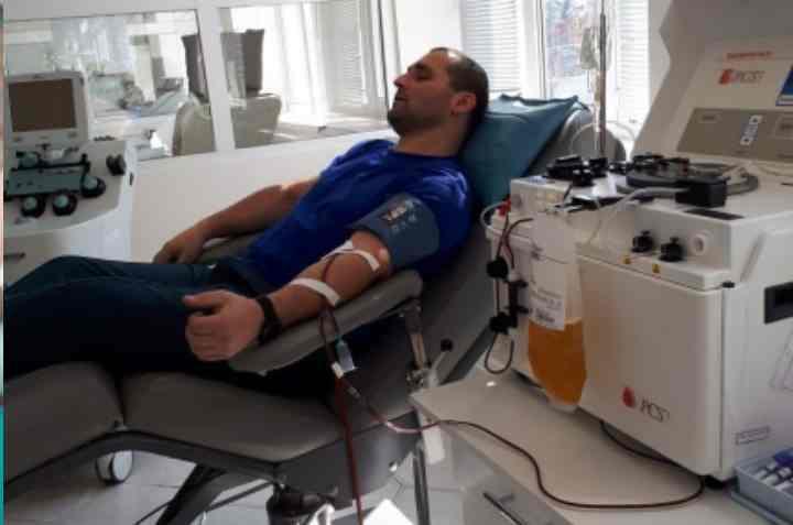 Кровь сдают на донорских пунктах или на станциях переливания крови