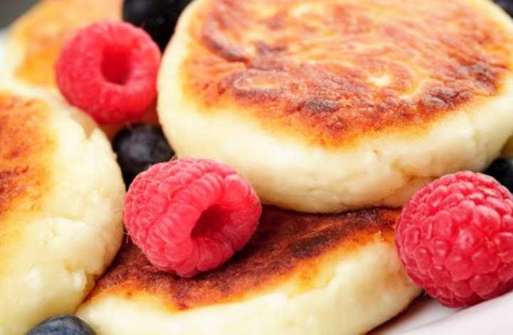 Можно добавить в тесто сливочное масло для мягкости