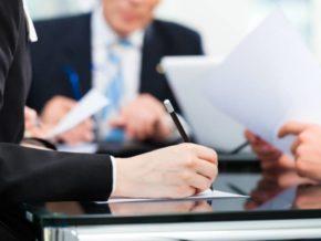 При работе с клиентами применяются информационные технологии;
