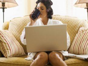 минусом работы через интернет, то есть фриланса, является нестабильность