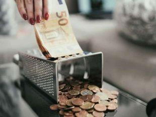Самые распространенные попытки снять деньги – через Ваш телефон