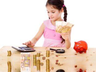 чтобы научить своего ребенка грамотно относиться к распределению денег, не обязательно учить с ним заумные книги