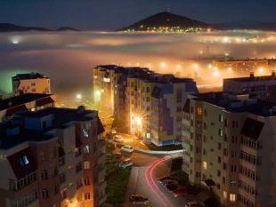 Что касается аренды жилья, то за двухкомнатную квартиру можно выложить от 20 до 30 тысяч рублей