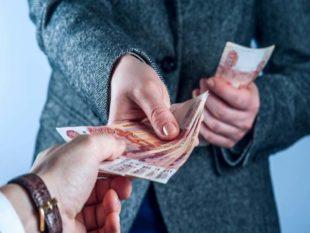 - Давать деньги в долг следует правой рукой, а забирать – левой.