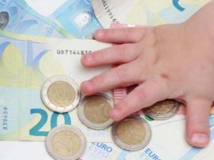 Как воспитать в ребенке правильное отношение к деньгам